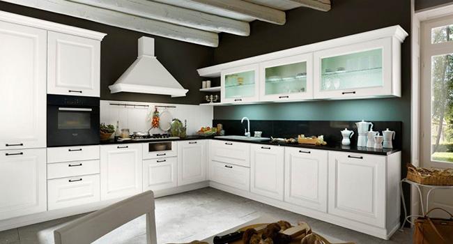 nella cucina classica laguna ogni dettaglio perfettamente armonizzato alle finiture dellanta che evidenziano profili sfumati dal forte valore